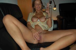 Женщина опьянела и смело разделась - фото #4