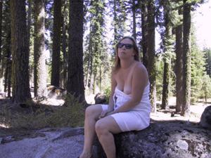 Рыжая зрелка разделась в лесу - фото #16