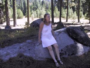 Рыжая зрелка разделась в лесу - фото #2