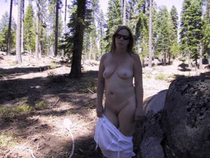 Рыжая зрелка разделась в лесу - фото #28