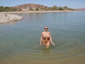 Изумительная дама хвастается грудью - фото #10