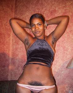 Гаитянка с волосастой пиздой