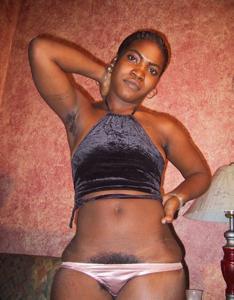 Гаитянка с волосастой пиздой - фото #3
