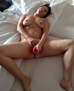 Суют секс игрушки в киску - фото #21