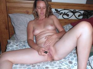 Суют секс игрушки в киску - фото #5