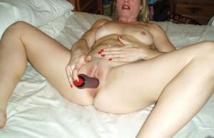 Суют секс игрушки в киску - фото #8