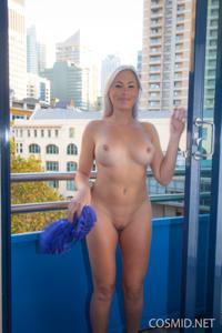 Грудастая блонда оголилась - фото #12