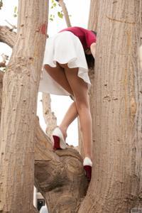 Попки под юбками - фото #24