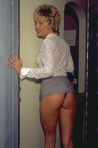 Попки под юбками - фото #31