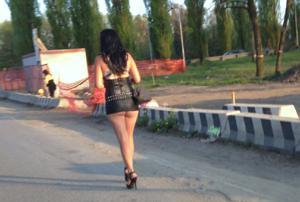 Попки под юбками - фото #36