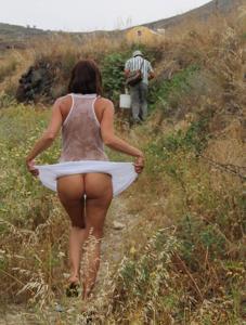 Попки под юбками - фото #45