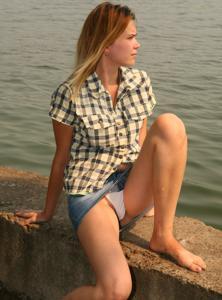 Трусики под юбкой - фото #4