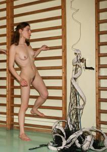 Голые девушки в спортзале - фото #23