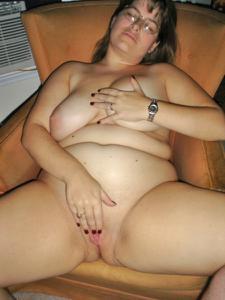 Толстячка Шэрон с раздвинутыми ногами - фото #1