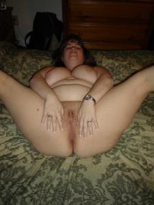 Толстячка Шэрон с раздвинутыми ногами - фото #19