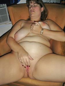 Толстячка Шэрон с раздвинутыми ногами - фото #2