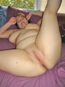 Толстячка Шэрон с раздвинутыми ногами - фото #26