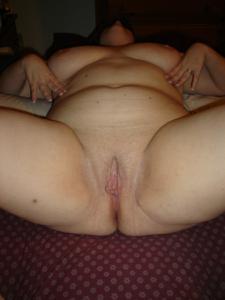 Толстячка Шэрон с раздвинутыми ногами - фото #33