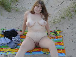 Толстячка Шэрон с раздвинутыми ногами - фото #4