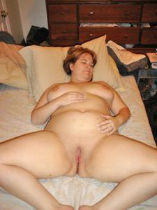 Толстячка Шэрон с раздвинутыми ногами - фото #40