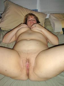 Толстячка Шэрон с раздвинутыми ногами - фото #43