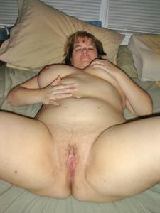 Толстячка Шэрон с раздвинутыми ногами - фото #44