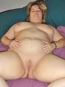 Толстячка Шэрон с раздвинутыми ногами - фото #48