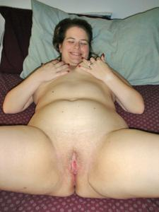 Толстячка Шэрон с раздвинутыми ногами - фото #8
