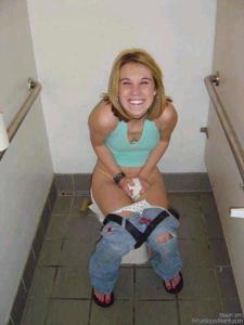 Ктол любит смотреть на женщин в туалете? - фото #10