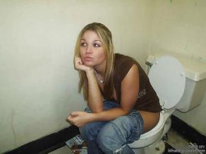 Ктол любит смотреть на женщин в туалете? - фото #12