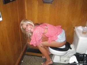 Ктол любит смотреть на женщин в туалете? - фото #14
