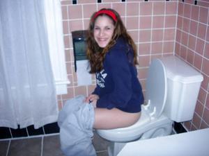 Ктол любит смотреть на женщин в туалете? - фото #15