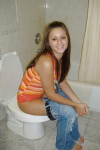Ктол любит смотреть на женщин в туалете? - фото #16
