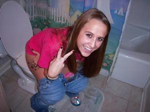 Ктол любит смотреть на женщин в туалете? - фото #2