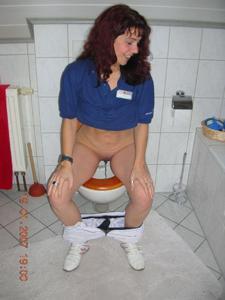 Ктол любит смотреть на женщин в туалете? - фото #21
