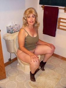 Ктол любит смотреть на женщин в туалете? - фото #23