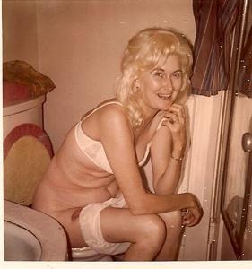 Ктол любит смотреть на женщин в туалете? - фото #28