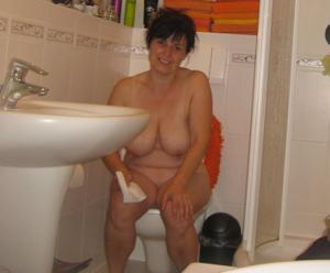 Ктол любит смотреть на женщин в туалете? - фото #31