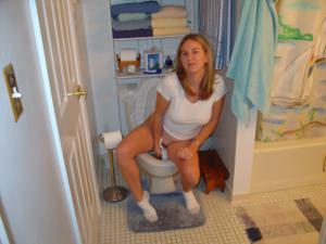 Ктол любит смотреть на женщин в туалете? - фото #32