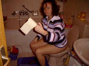 Ктол любит смотреть на женщин в туалете? - фото #33