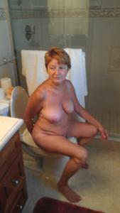 Ктол любит смотреть на женщин в туалете? - фото #36
