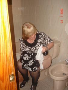 Ктол любит смотреть на женщин в туалете?