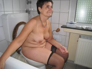 Ктол любит смотреть на женщин в туалете? - фото #42