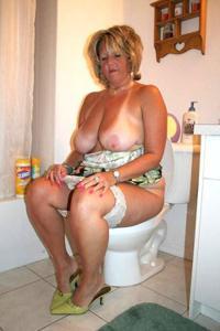 Ктол любит смотреть на женщин в туалете? - фото #45