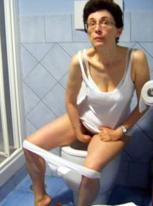 Ктол любит смотреть на женщин в туалете? - фото #46