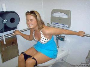Ктол любит смотреть на женщин в туалете? - фото #5