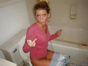 Ктол любит смотреть на женщин в туалете? - фото #8