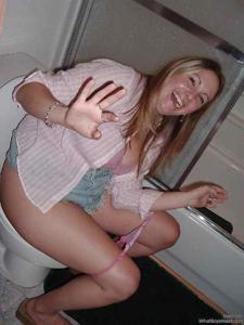 Ктол любит смотреть на женщин в туалете? - фото #9