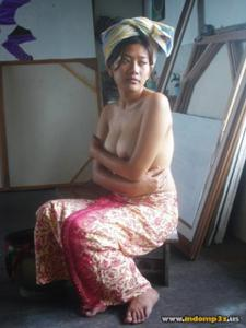 Голая грудь девушки из Индонезии - фото #11