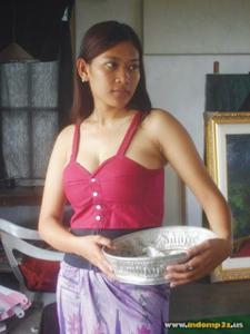 Голая грудь девушки из Индонезии - фото #3